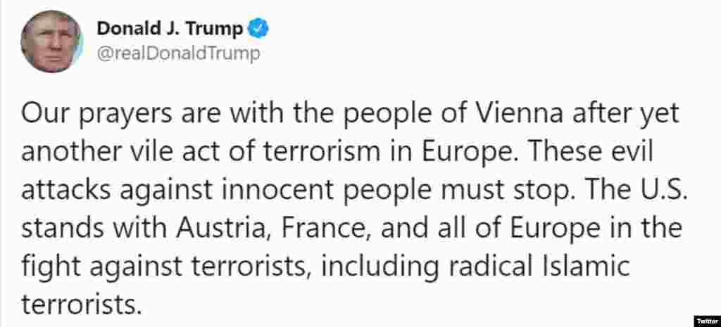 """""""Imádkozunk a bécsiekért egy újabb, Európában elkövetett aljas terrorcselekmény után. Az ártatlan emberek elleni ördögi támadásokat meg kell állítani"""" - írta Donald Trump amerikai elnök a Twitteren."""