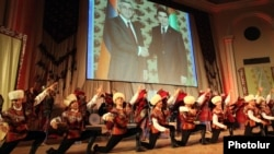 Armenia - A Turkmen folk dance band performs in Yerevan ahead of President Gurbanguly Berdimuhamedov's official visit to Armenia, 28Nov2012.