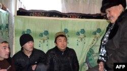 Турсунбек Акун Оштогу абак жайлардын биринде. 20-январь, 2012-жыл