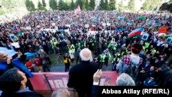 Бакыдагы митингде оппозициялык талапкер Жамил Гасанлы сүйлөп жаткан кези, 12-октябрь, 2013