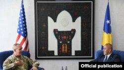 Gjenerali amerikan Timothy Orr në takim me kryeministrin e Kosovës Ramush Haradinaj