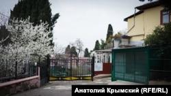 Крим, Лівадія, вулиця Виноградна, початок квітня 2018 року