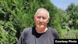 Профессор Ташманбет Кененсариев (05.9.1949--02.7.2021) Бишкекте өз бакчасында. 09.6.21.