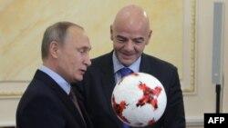 Президент Росії Володимир Путін і президент ФІФА Джанні Інфантіно у Кремлі, архівне фото, 2016 рік