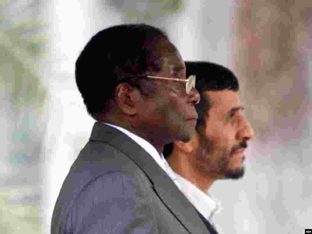Iran -- Iranian President Mahmud Ahmadinejad (R) and Zimbabwe's President Robert Mugabe during the official welcome ceremony at the presidential office in Tehran, 20Nov2006