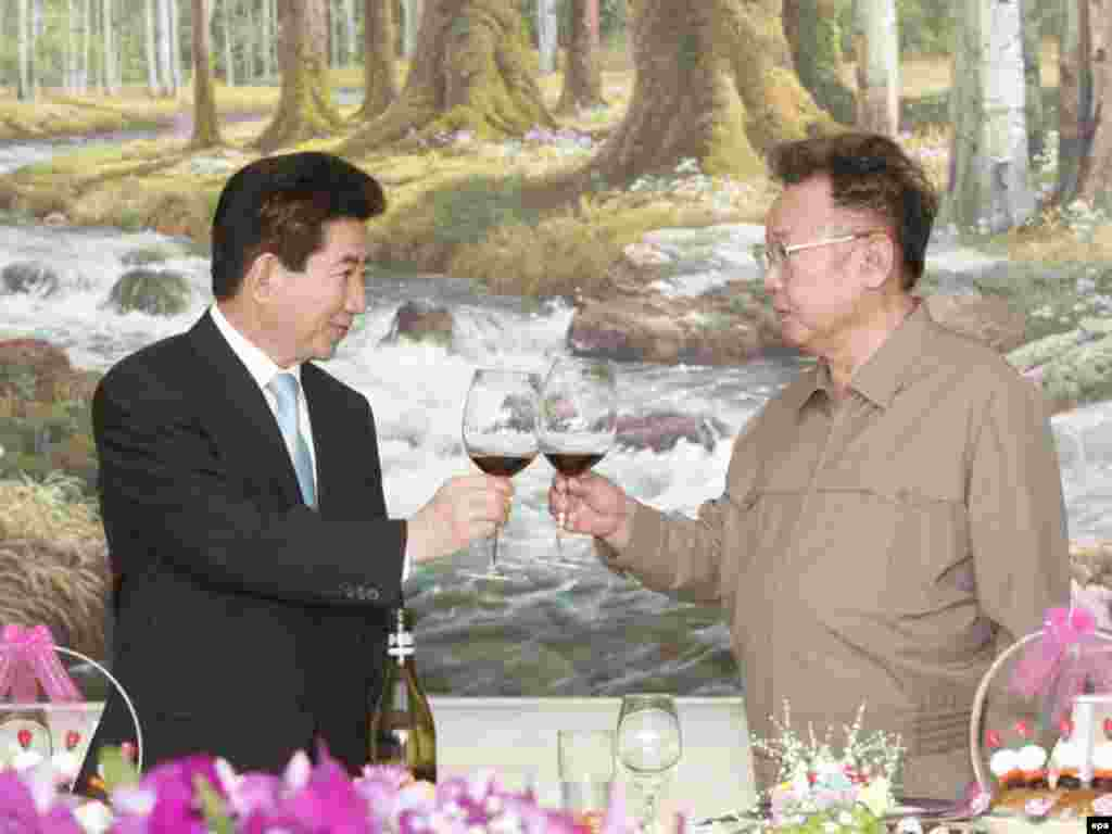 South Korean President Roh Moo-hyun (left) and North Korea's Kim pose after the signing of a joint declaration on peace and closer economic cooperation at the conclusion of the inter-Korean Summit in  Pyongyang in October 2007.