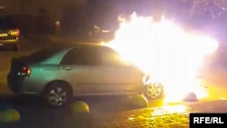 Відповідно до звіту експерта, пожежа виникла безпосередньо в районі переднього лівого крила й розповсюдилась на моторний відсік авто