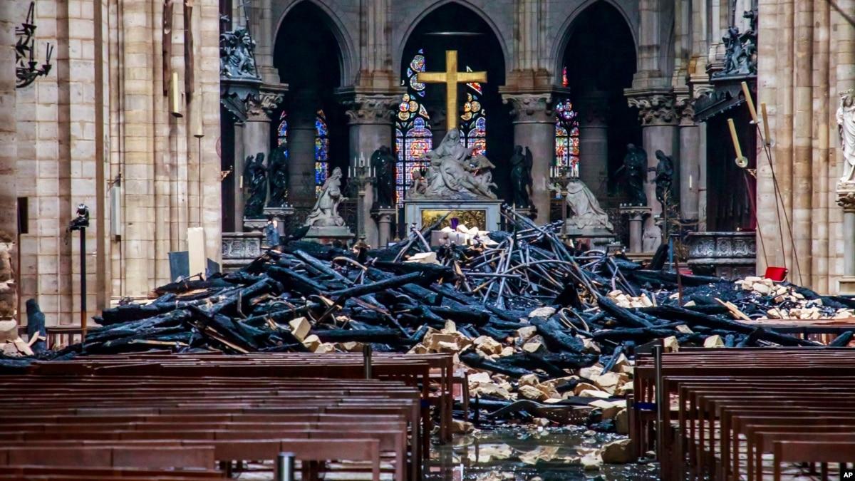 Франция: настоятель Нотр-Дама сообщил о риске обвала сводов собора