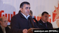 Armenia -- Armen Rustamian, a leader of Dashnanktsutyun, meets voters in Sevan, 28Mar2017