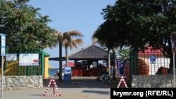 «Золотой пляж» в селе Береговое, расположенном вблизи Феодосии