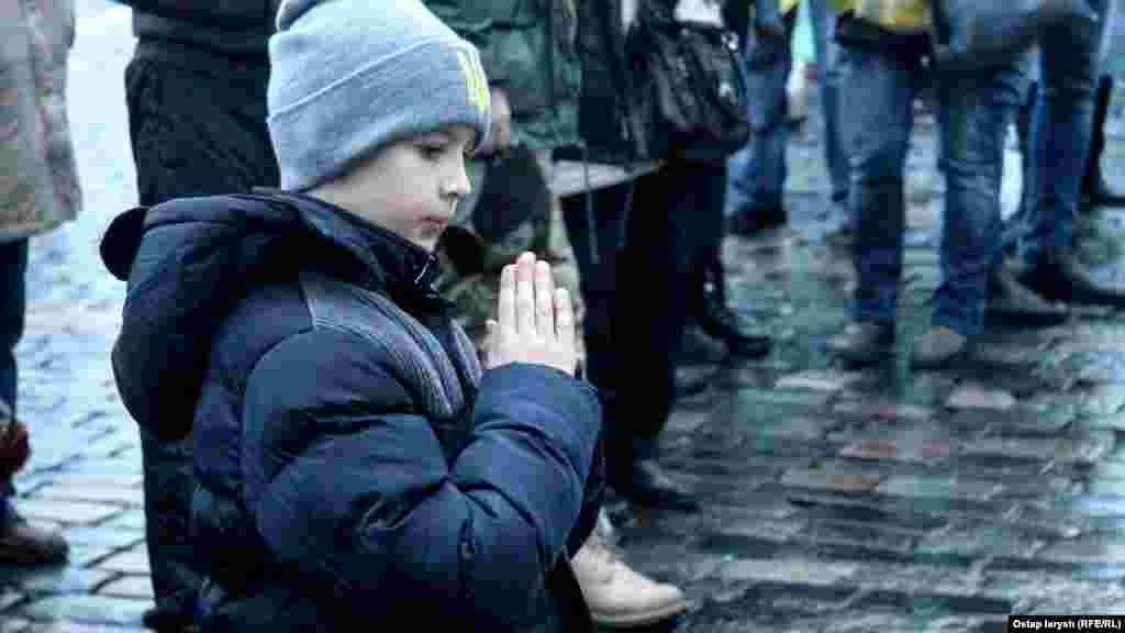 Разом із дорослими вшанувати загиблих прийшли малі діти