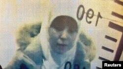 بومدین در این عکس، دوم ژانویه، در فرودگاه صبیحه گوکچن استانبول دیده میشود