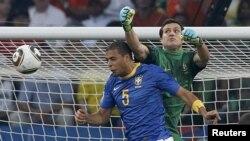 صحنه گل به خودی تیم برزیل