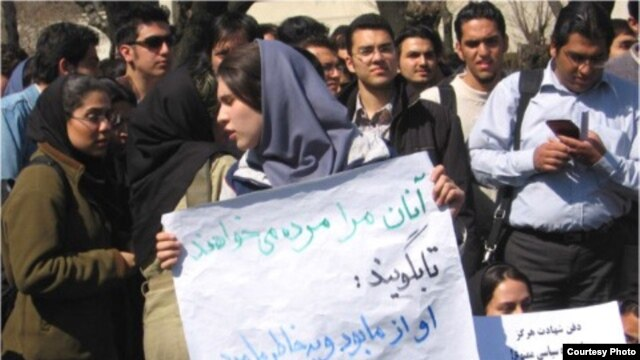 Students at Sharif University in Tehran protested against the burial of war dead on their campus in 2006.