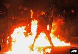 Рио-де-Жанейро. Бои с полицией накануне визита Папы Франциска. 22 июля 2014 года