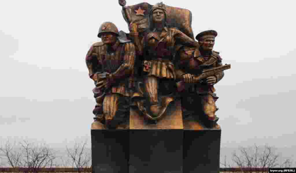 Сам пам'ятник, який обійшовся міському бюджету в мільйон гривень, отримав скандальну популярність. Місцеві жителі, а також історики, скульптори і архітектори критикували цей пам'ятник за анатомічні помилки, невідповідність історичним реаліям і сумнівну художню цінність