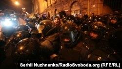 Киевтің орталығындағы демонстранттар мен полицияның қақтығысы. Украина, 19 ақпан 2017 жыл.