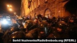 Украина - Даргирӣ дар бани фаъолон ва пулис дар Киев. 19 феврали соли 2017.
