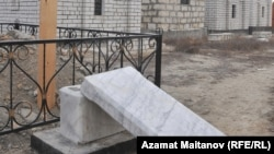 Eighteen Muslim graves were damaged in the attack.
