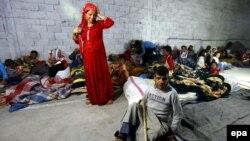 Адистер башка өлкөлөргө кетүүгө аргасыз болгон сириялыктар арасында жарандыгы жоктор саны дагы көбөйөрүн эскертишүүдө. Сириялык качкындар лагери. 2014-жыл.
