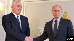 Леонид Тибилов орус президенти Владимир Путин менен. Сочи, 21-май, 2013