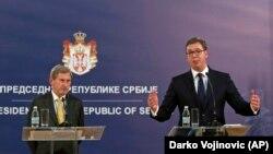 Սերբիայի նախագահ Ալեքսանդր Վուչիչի (աջից) և ԵՄ հանձնակատար Յոհանես Հանի համատեղ ասուլիսը Բելգրադում, 7-ը փետրվարի, 2018թ․