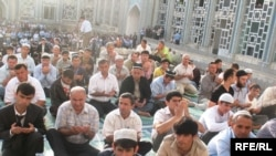 Worshipers at the central mosque in the Tajik capital, Dushanbe.