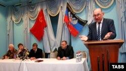 Голова «компартії» угруповання «ДНР» Борис Литвинов (праворуч), під час засідання у Донецьку, 8 жовтня 2014 року