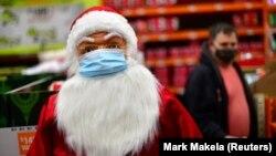 Ýüzi gorag maskaly Santa Klausyň keşbi