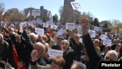 A rally against the pension reform in Yerevan's Liberty Square, March 22, 2014