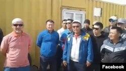 Наразылыққа шыққан Қаламқас кенішінің жұмысшылары. 7 мамыр 2018 жыл.