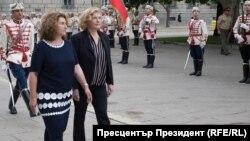Посланикът на Франция в България Флоранс Робин (дясно)