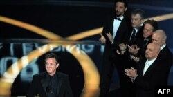 شان پن در مراسم اعطای جایزه اسکار