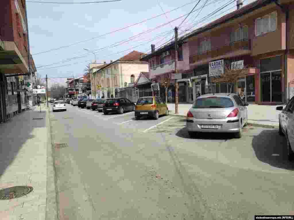 Празни улици на пладне во Дебар. Дебарчани се придржуваат на мерките и препораките од Владата заради коронавирусот.