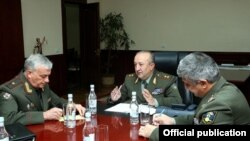 Armenia/Russia - Movses Hakobian (C), chief of the Armenian army's General Staff, meets with Yevgeny Bulavintsev (L), Russia's military attache in Armenia, Yerevan, 20Oct2016.