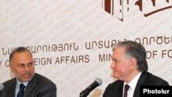 Էդվարդ Նալբանդյան եւ Անվար Գարգաշ, Երեւան, 5-ը դեկտեմբերի, 2009