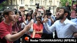 Тбилисиде гей белсенділері мен православиелік бағытты ұстанатын белсенділердің жанжалы. Грузия, 17 мамыр 2012 жыл.