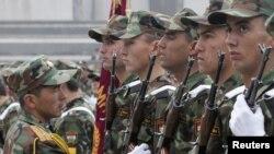 Тажик армиясы февралда өткөн парад маалында