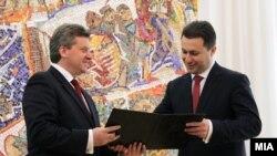 Претседателот Ѓорге Иванов му го врачува мандатот за составување влада на лидерот на ВМРО-ДПМНЕ, Никола Груевски на 28 јуни 2011 година.