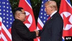 Demirgazyk Koreýanyň lideri Kim Jong Un we Birleşen Ştatlaryň prezidenti Donald Tramp