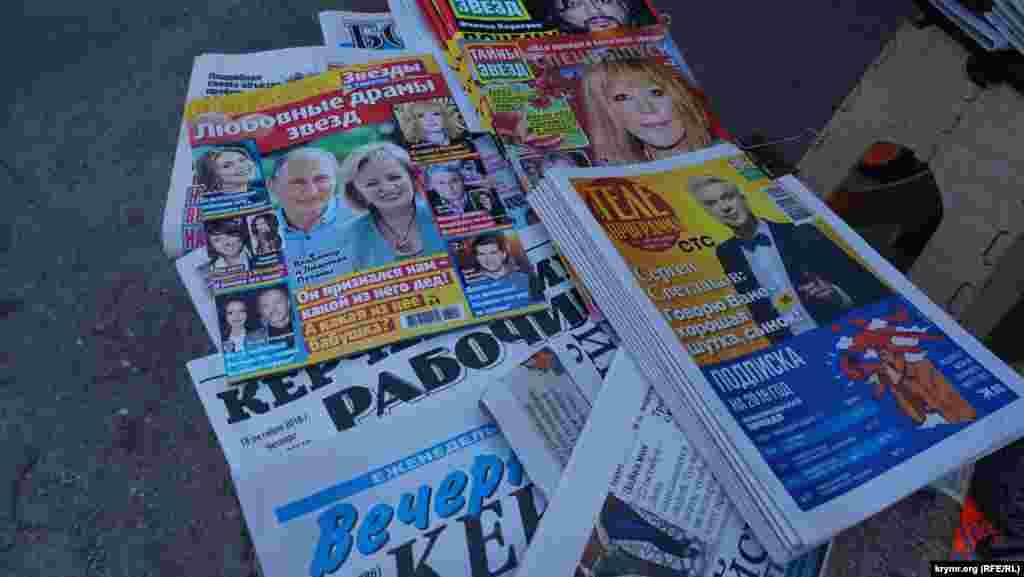На газетной раскладке на территории Центрального рынка трагическая тема пока не нашла свое отражение
