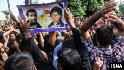مراسم خاکسپاری دو شهروند دزفولی کشته شدن در حادثه اخیر