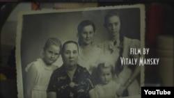 """Vitaly Mansky-nin """"Doğmalar"""" filmindən bir kadr."""