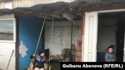 Семья Естаевых живет на съемной даче. Астане, 3 июня 2018 года.