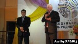 Сүз Удмуртиянең милли сәясәт министры Владимир Завалинга (сулда) бирелә