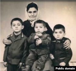 Гульнара Сейдалієва з дітьми