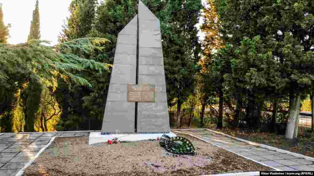 Soldat ve partizanlarnıñ toplu mezarı