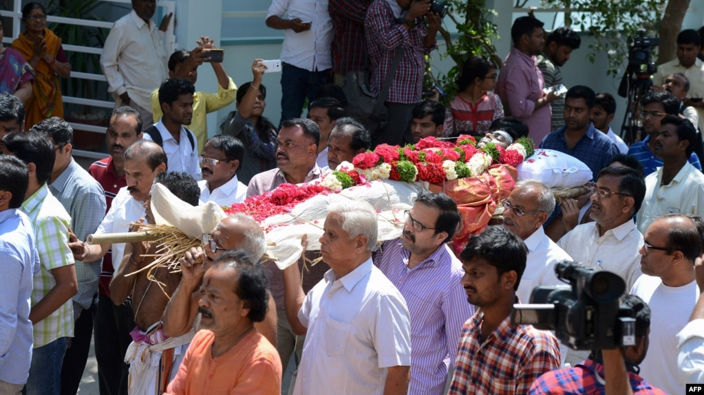 Relatives carry the body of Indian engineer Srinivas Kuchibhotla, who was shot dead in Kansas, during his funeral in Hyderabad on February 28.