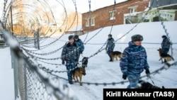 Сотрудники Федеральной службы исполнения наказаний России