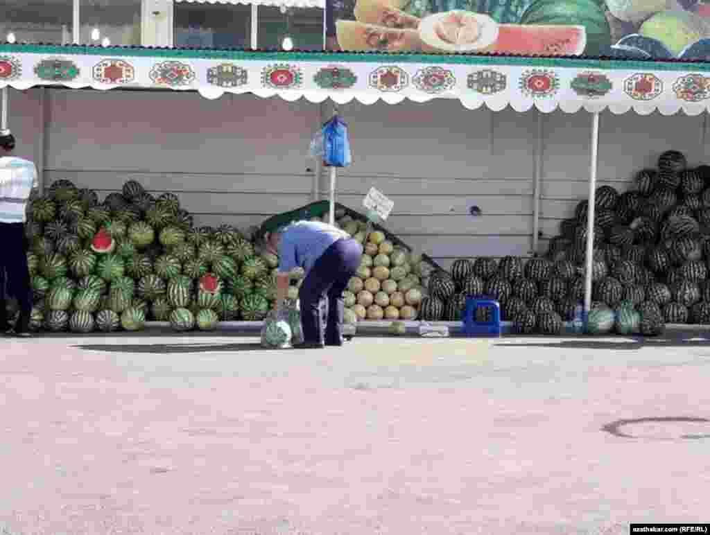 Овощной ларек в Ашхабаде